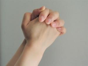 合わせた手